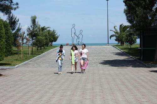 batumi_girls_sea