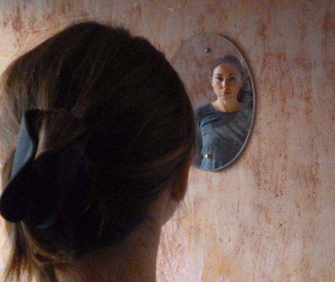 house-halyna-mirror
